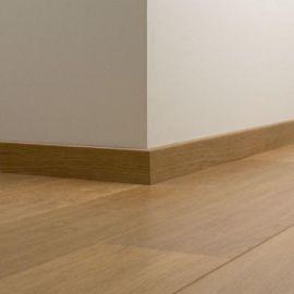 QSSK Standardowa listwa przypodłogowa w kolorze podłogi QUICK-STEP